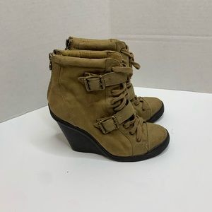 Simply Vera Wang Tan Wedge Ankle Boots